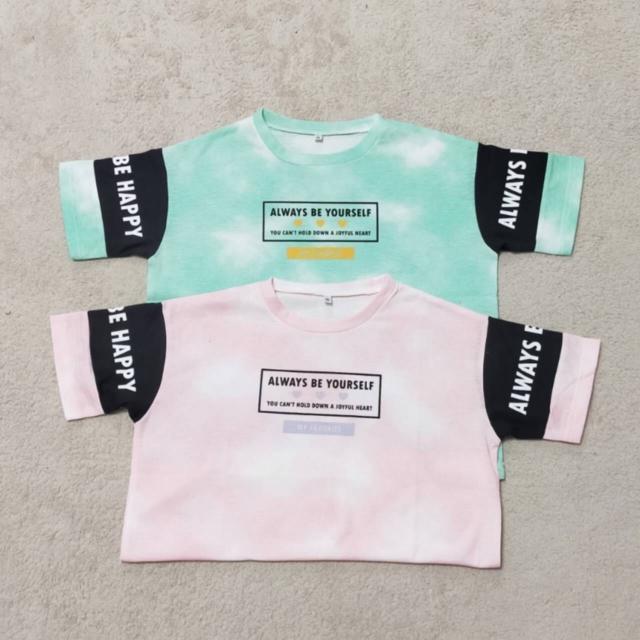. 大変お待たせいたしました💚💖 21年夏物です👚  ミント味!? ストロベリー味!? まるでアイスクリームのような 鮮やかな色味のTシャツです🍨♡  他のTシャツとの違いは、 袖のラインが太めなところです★  💚🧡と💖💜の色の組み合わせもポイント◎  モニターモデルさま ♡ @anchan_kariari ♡ さま  販売店舗はプロフィールからHPをチェックしてください✔  🎀 𝔻𝕠𝕝𝕝𝕪 ℝ𝕚𝕓𝕓𝕠𝕟 🎀